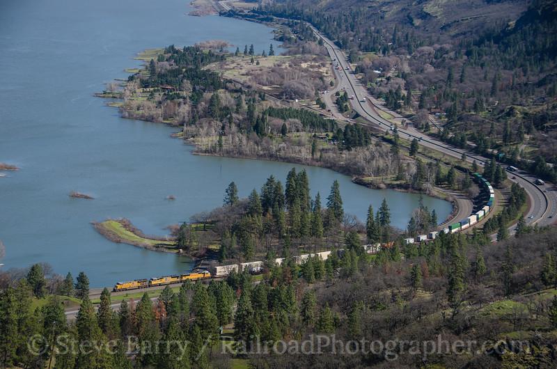 Photo 4045<br /> Union Pacific; Rowena, Oregon<br /> March 16, 2017