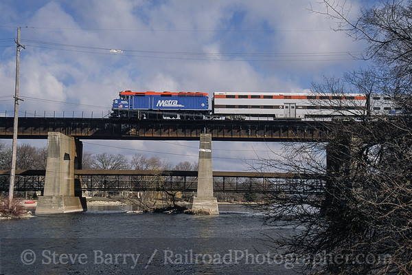 Photo 3776 Metra; Fox River, Geneva, Illinois March 2005