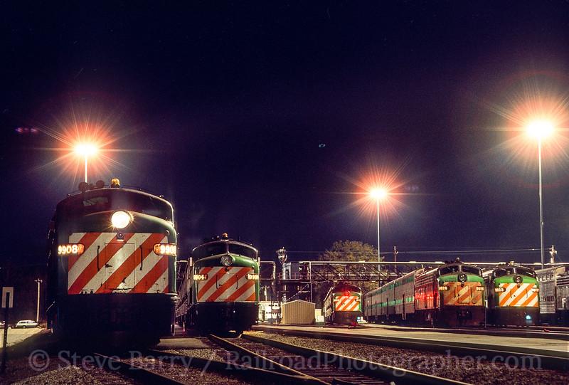 Photo 5450<br /> Metra / Burlington Northern<br /> Aurora, Illinois<br /> November 1987