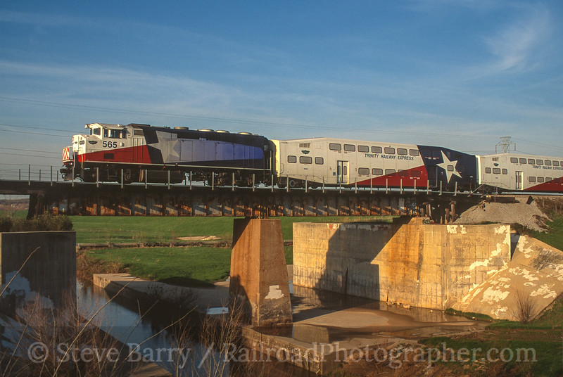 Photo 4148<br /> Trinity Railway Express; West Irving, Texas<br /> March 2001