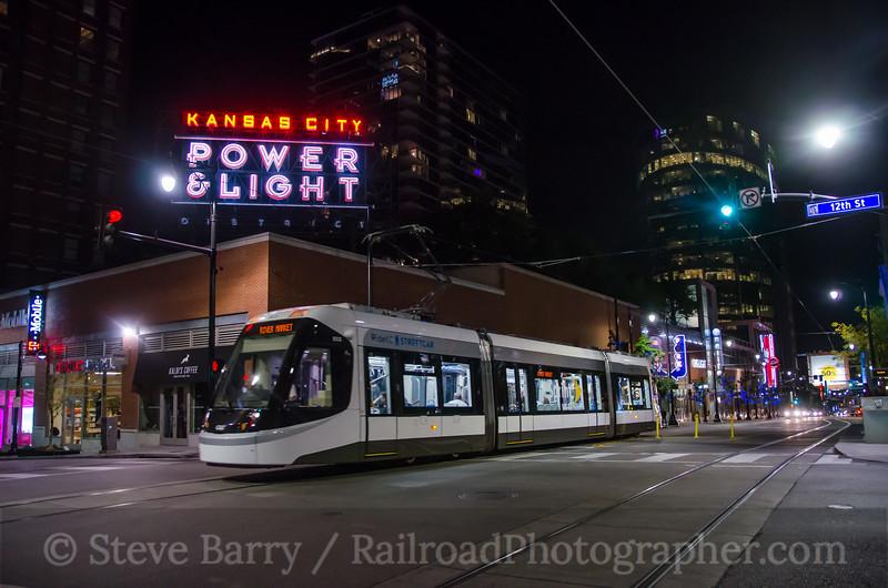 Photo 3972<br /> KC Streetcar; Power & Light District, Kansas City, Missouri<br /> October 16, 2016