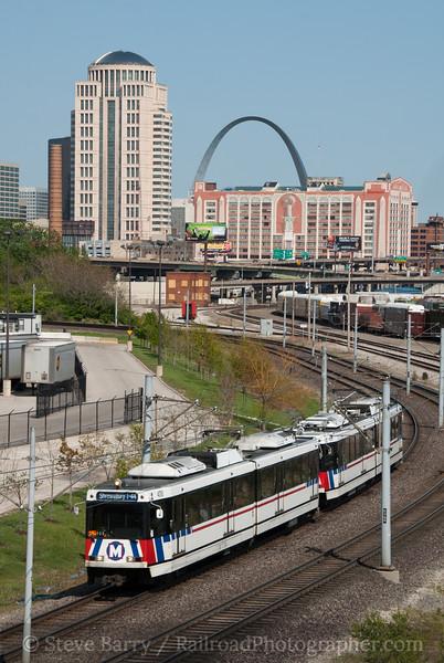 Photo 2064<br /> Metrolink; Jefferson Street, St. Louis, Missouri<br /> April 21, 2011