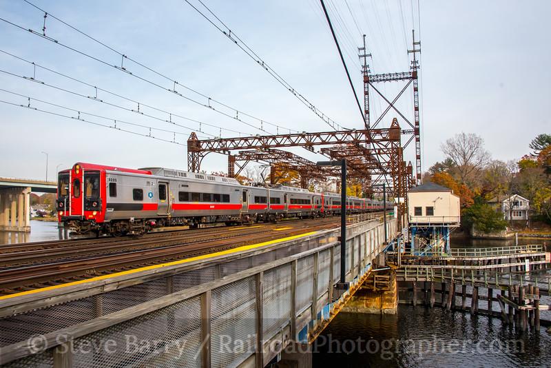 Photo 5370<br /> Metro North<br /> Westport, Connecticut<br /> November 12, 2018