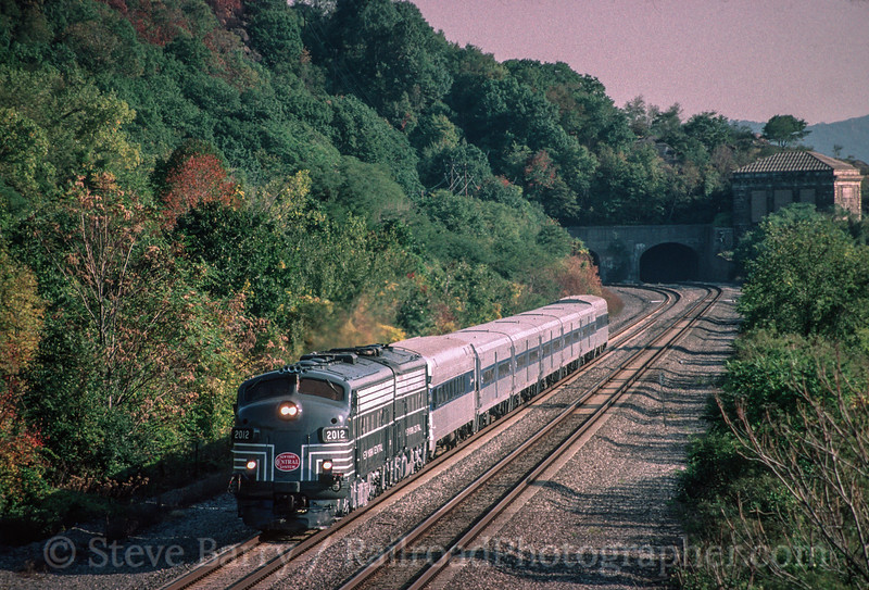 Photo 2205 Metro North; Breakneck Ridge, Cold Spring, New York October 2, 1999