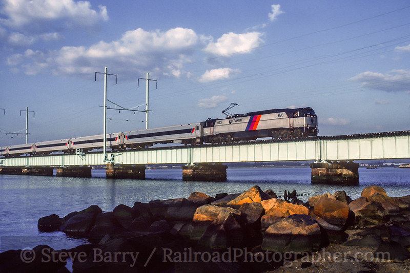 Photo 5224<br /> New Jersey Transit<br /> Perth Amboy, New Jersey<br /> September 1990