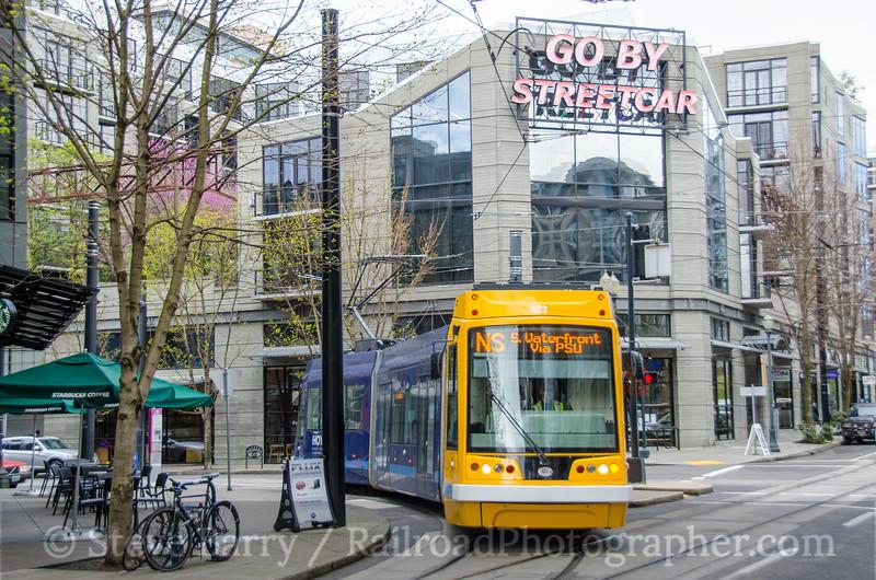 Photo 3716<br /> Portland Streetcar; NW 11th & Lovejoy, Portland, Oregon<br /> March 22, 2016