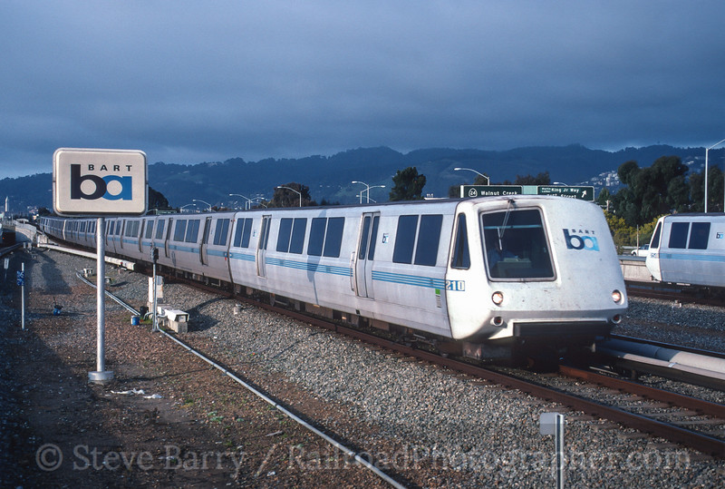 Photo 4532<br /> Bay Area Rapid Transit<br /> MacArthur Station, Oakland, California<br /> March 1999