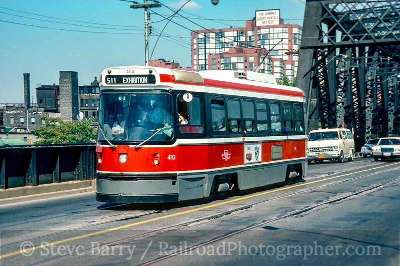 Photo 5192<br /> Toronto Transit Commission<br /> Bathurst Street, Toronto, Ontario<br /> September 1988