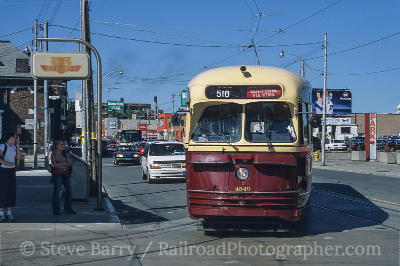 Photo 4566<br /> Toronto Transit Commission<br /> Dundas West, Toronto, Ontario<br /> September 2003