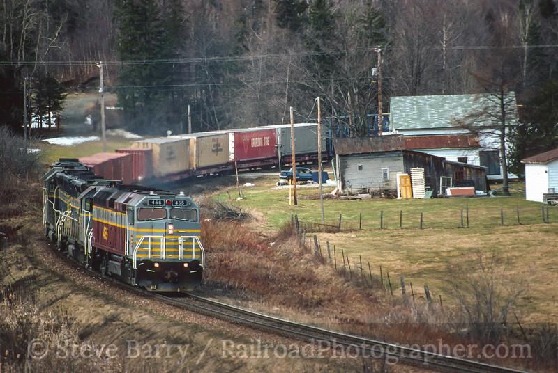 Photo 5011<br /> Canadian American<br /> Bury, Quebec<br /> April 2000
