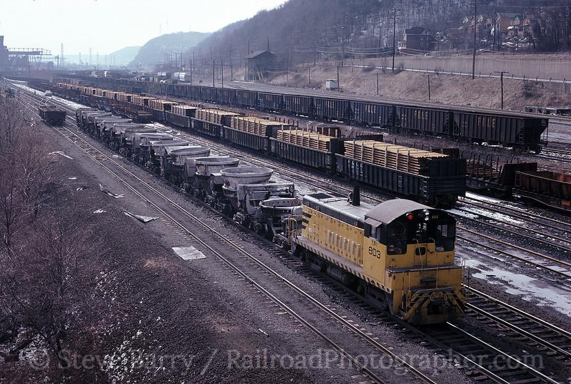 Photo 1619<br /> Aliquippa & Southern; Aliquippa, Pennsylvania<br /> February 1982