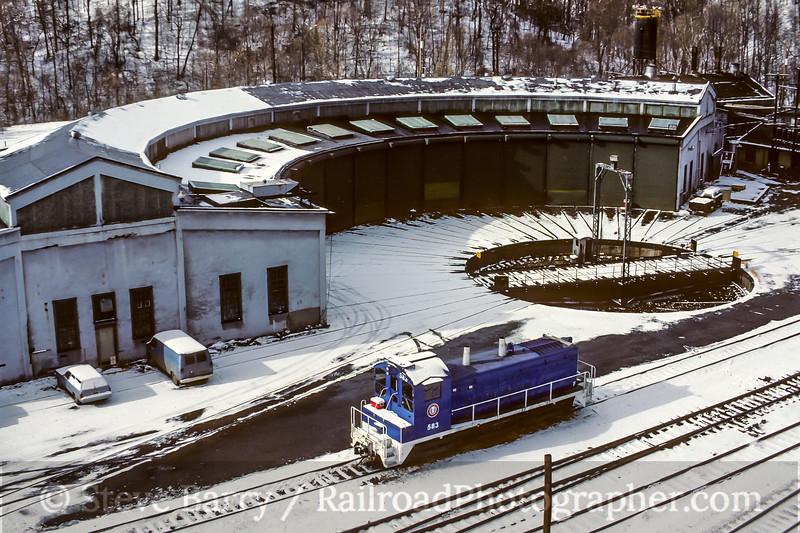 Photo 5095<br /> Union<br /> Monroeville, Pennsylvania<br /> November 1987