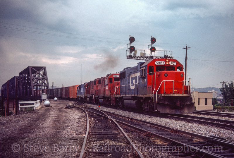 Photo 3028<br /> Grand Trunk (on Southern); Ludlow, Kentucky<br /> September 1984