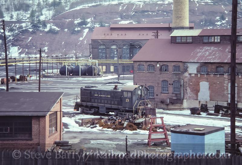 Photo 3527<br /> Chestnut Ridge; Palmerton, Pennsylvania<br /> February 1982
