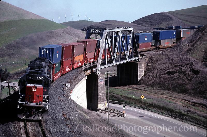 Photo 0553<br /> Union Pacific; Altamont, California<br /> March 11, 1999