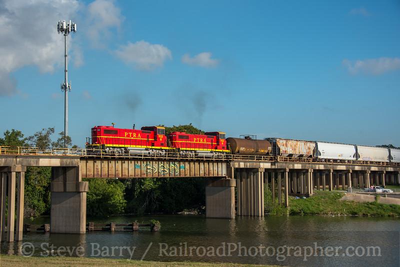 Photo 5265<br /> Port Terminal Railroad Association<br /> Brays Bayou, Houston, Texas<br /> October 8, 2018