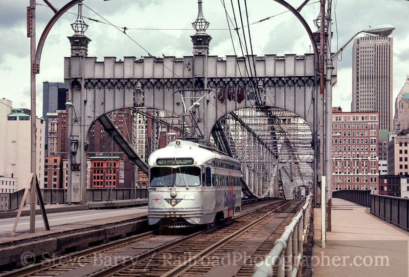 Photo 2718<br /> Port Authority Transit; Smithfield Street, Pittsburgh, Pennsylvania<br /> March 24, 1985