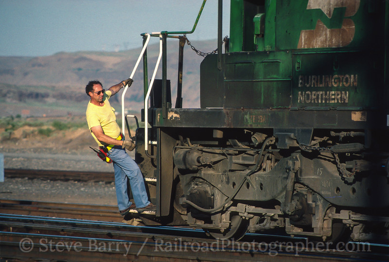 Photo 3628<br /> Burlington Northern; Wishram, Washington<br /> June 13, 1997