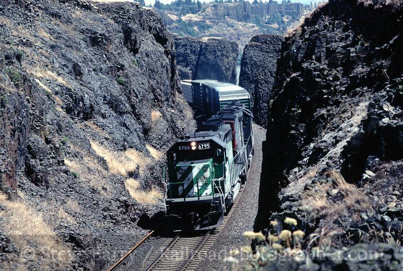 Photo 0062<br /> Burlington Northern & Santa Fe; Cooks, Washington<br /> June 13, 1997