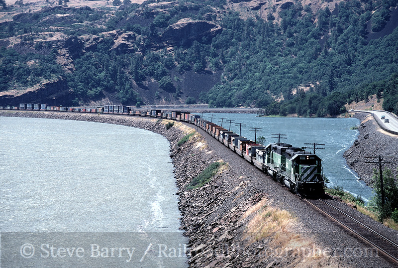 Photo 1190<br /> Burlington Northern & Santa Fe; Bingen, Washington<br /> June 13, 1997