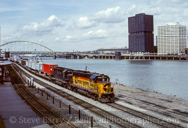 Photo 5401<br /> CSX Transportation<br /> Station Square, Pittsburgh, Pennsylvania<br /> March 24, 1985