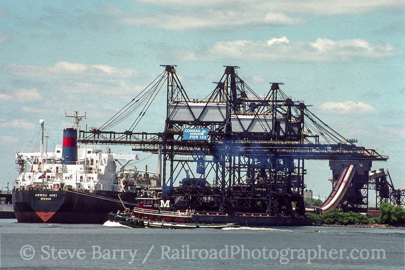 Photo 4588<br /> Conrail<br /> Philadelphia, Pennsylvania<br /> July 1994