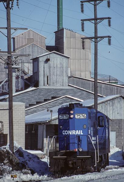 Photo 4130<br /> Conrail; Avon, Pennsylvania<br /> February 1994