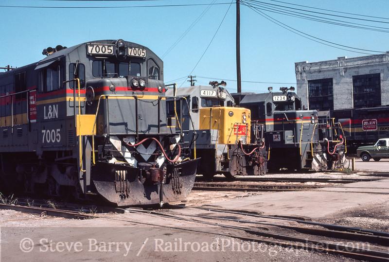 Photo 3135<br /> Family Lines (Louisville & Nashville); Corbin, Kentucky<br /> September 1982