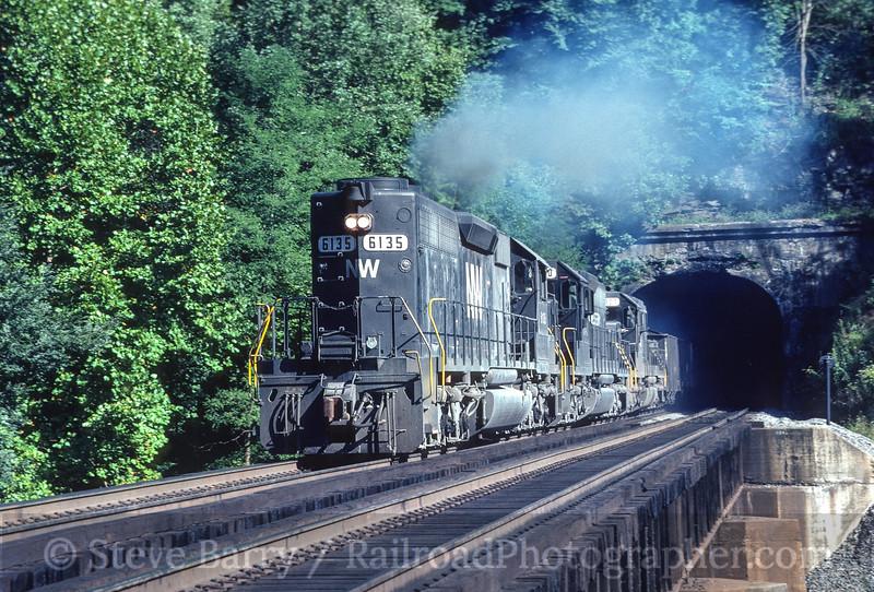 Photo 3508<br /> Norfolk Southern; Roderfield, West Virginia<br /> September 1982