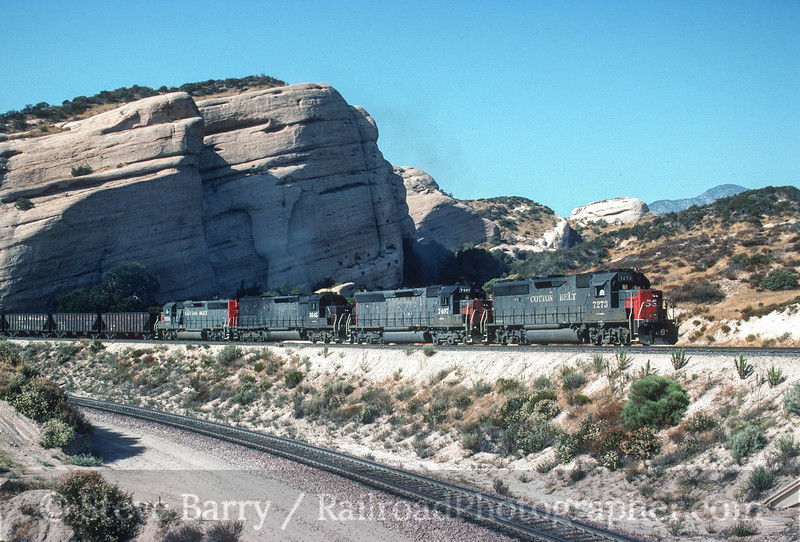 Photo 3511<br /> Southern Pacific; Sullivan's Curve, Cajon Junction, California<br /> August 1, 1992