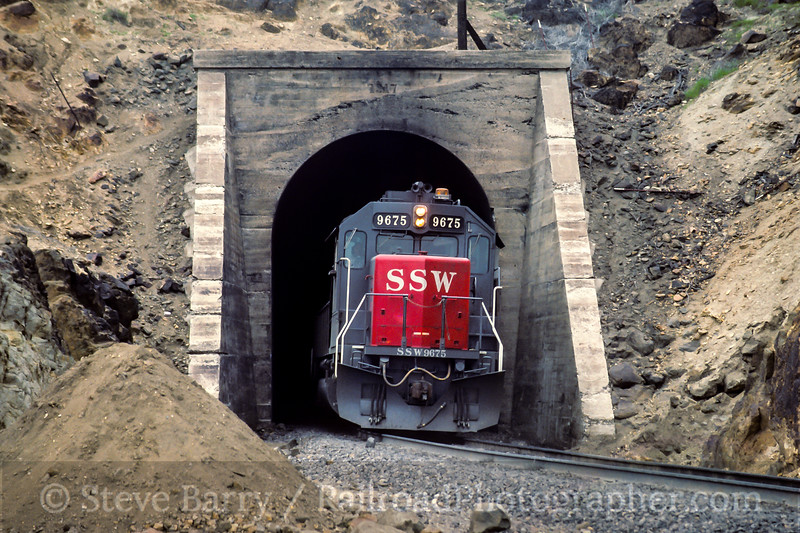 Photo 5067<br /> Southern Pacific<br /> Tunnel 10, Walong, California<br /> May 1991