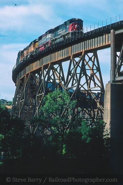 Photo 4541<br /> Union Pacific<br /> Redding, California<br /> June 1999