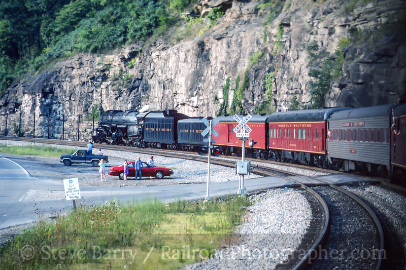 Photo 4481<br /> Norfolk & Western 1218<br /> Chattaroy, West Virginia<br /> August 1991