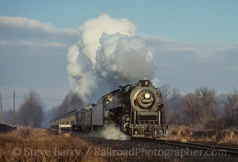 Photo 4860<br /> Reading 2102<br /> Ontelaunee, Pennsylvania<br /> December 1987
