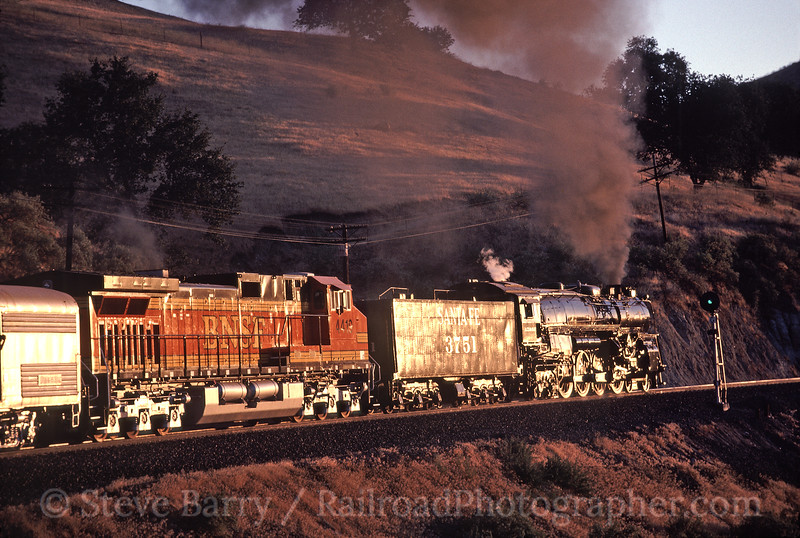 Photo 1741<br /> Atchison, Topeka & Santa Fe 3751<br /> Caliente, California<br /> June 29, 1999