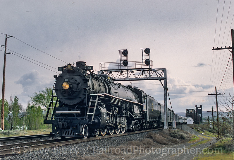 Photo 5103<br /> Spokane, Portland & Seattle 700<br /> Pasco, Washington<br /> April 2001