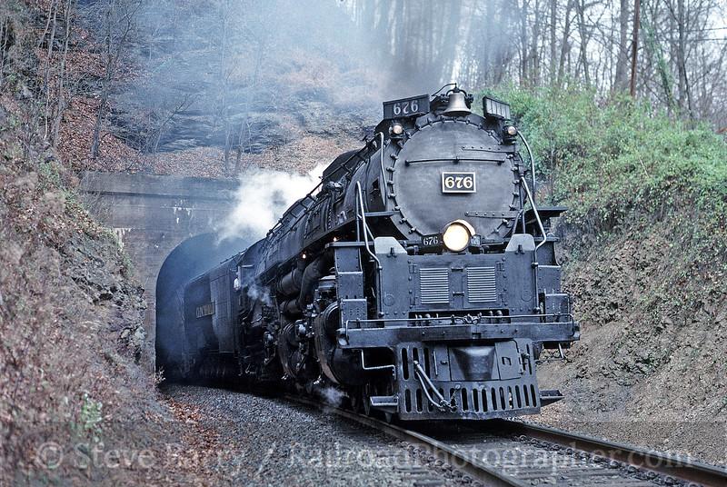 Photo 0108<br /> Clinchfield 676 (Union Pacific 3985); Wakenva, Virginia<br /> November 21, 1992