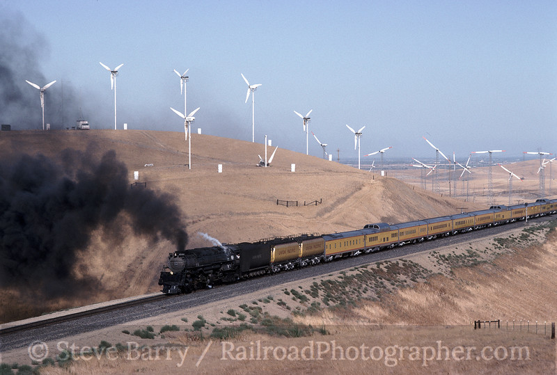 Photo 1524<br /> Union Pacific 3985; Altamont Pass, California<br /> July 22, 1992