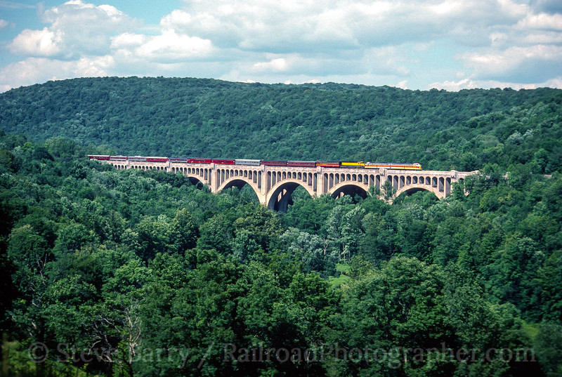 Photo 5233<br /> Delaware, Lackawanna & Western 807 and 808<br /> Martins Creek Viaduct, Kingsley, Pennsylvania<br /> July 1998