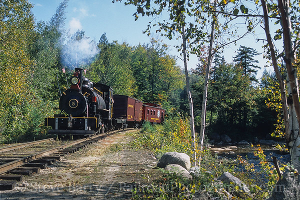 Photo 4189 White Mountain Central; Clark's Trading Post, Lincoln, New Hampshire September 2003
