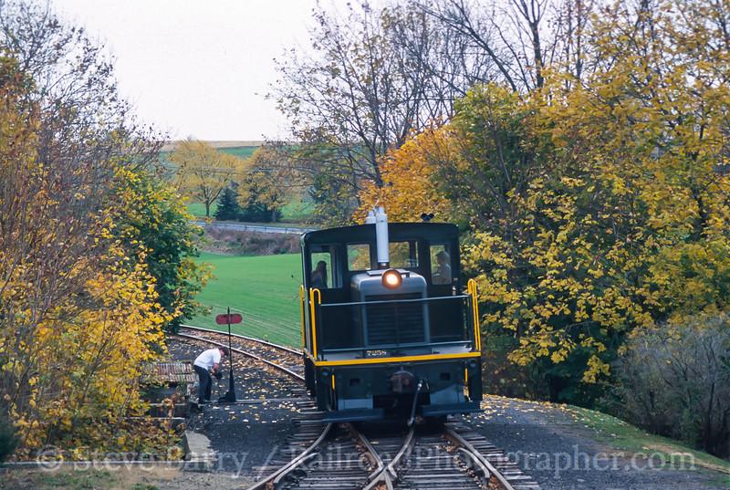 Photo 4169<br /> Wanamaker, Kempton & Southern; Wanamakers, Pennsylvania<br /> November 2000