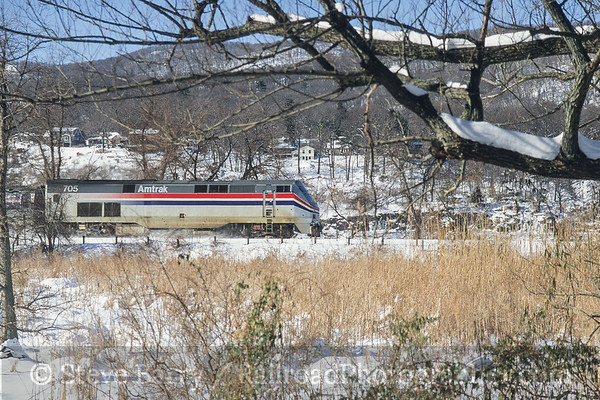 Photo 3767 Amtrak; Manitou, New York December 2000