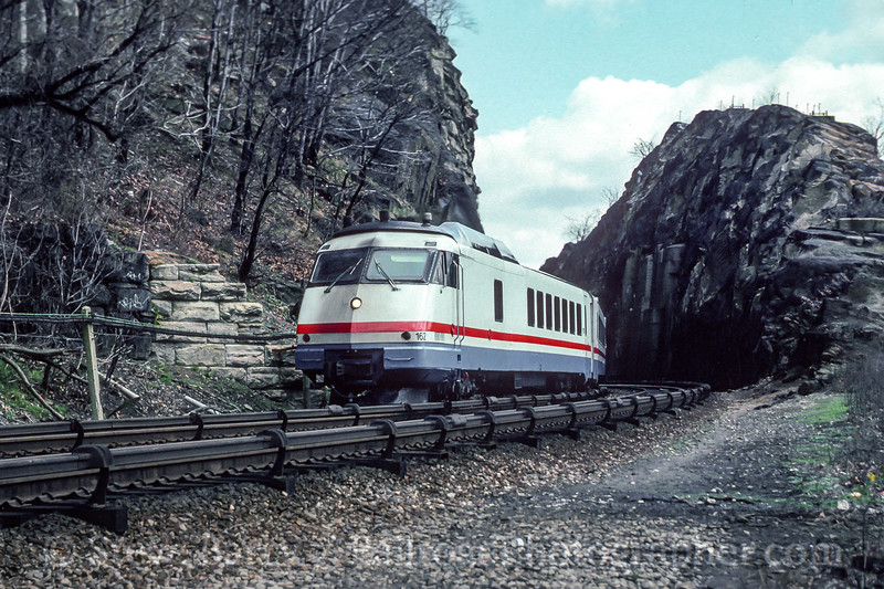 Photo 4591<br /> Amtrak<br /> Spuyten Duyvil, New York<br /> April 1991