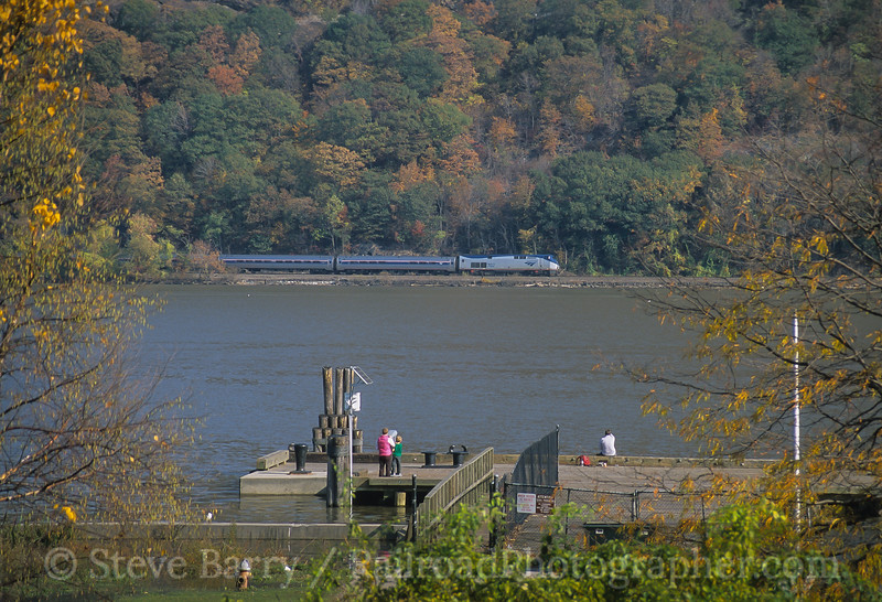 Photo 3949<br /> Amtrak; Peekskill, New York<br /> November 2005