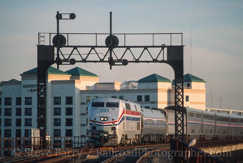 Photo 4595<br /> Amtrak<br /> Covington, Kentucky<br /> August 1999