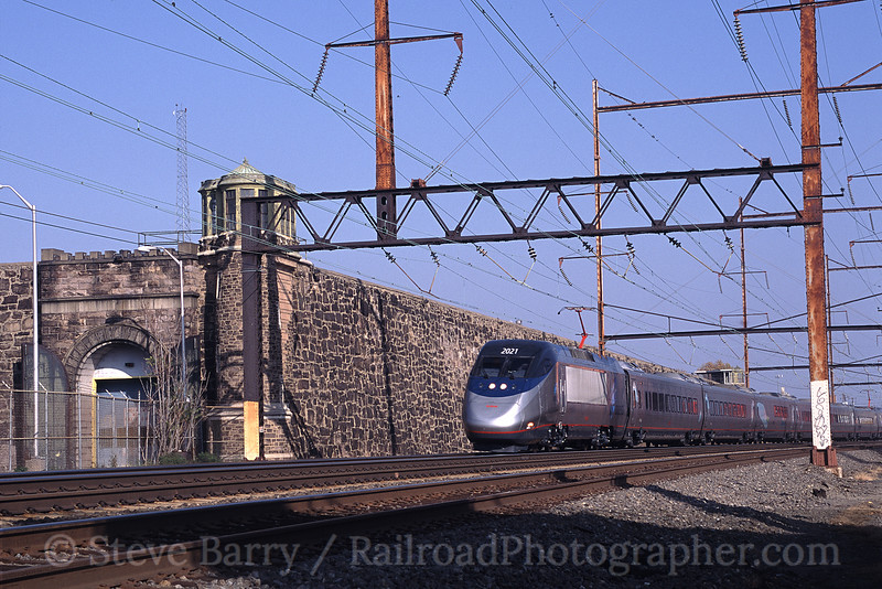 Photo 0830<br /> Amtrak; Holmesburg (Philadelphia), Pennsylvania<br /> April 2004