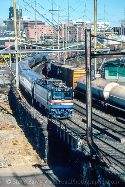 Photo 4879<br /> Amtrak<br /> Wilmington, Delaware<br /> April 1987