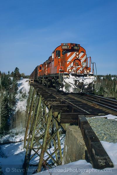 Photo 4171<br /> Société de chemin de fer de la Gaspésie; Shigawake, Quebec<br /> April 2001