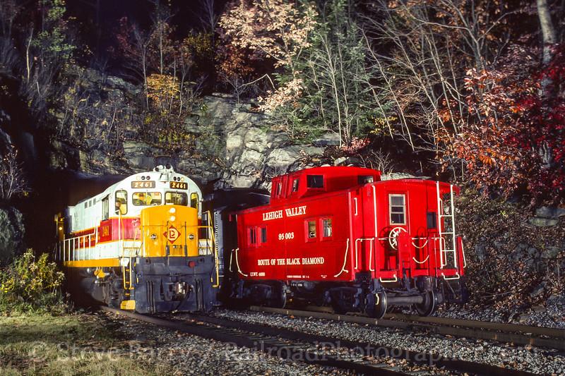 Photo 4079<br /> Delaware Lackawanna; Nay Aug Tunnel, Scranton, Pennsylvania<br /> October 1996