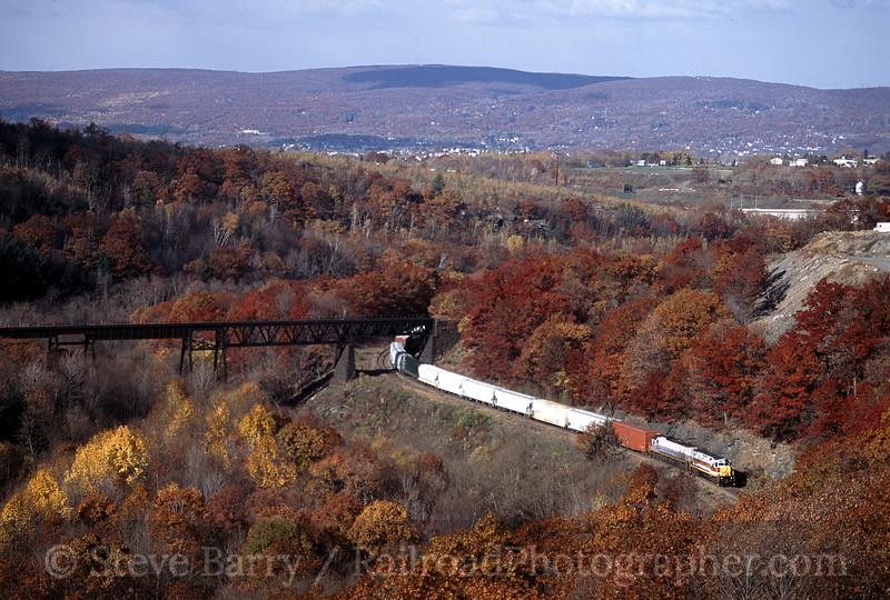 Photo 0461<br /> Delaware Lackawanna; Dunmore,  Pennsylvania<br /> October 26, 2001